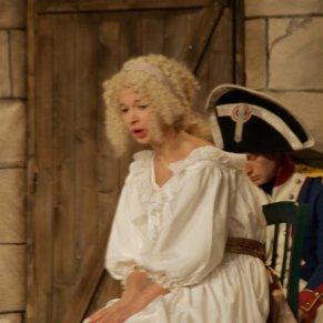 Marie Lussignol dans le rôle de Madame Royale dans la pièce les enfants du Temple